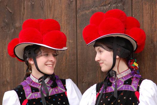 Black Forest Torte (Schwarzwaelder Kirschtorte) - Zwei Trachtentraegerinnen with Bollenhut