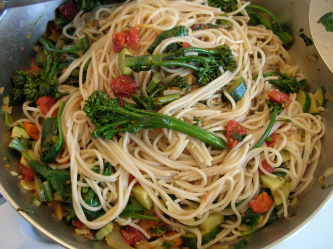 Mediterranean-style Rice Pasta with Vegetables
